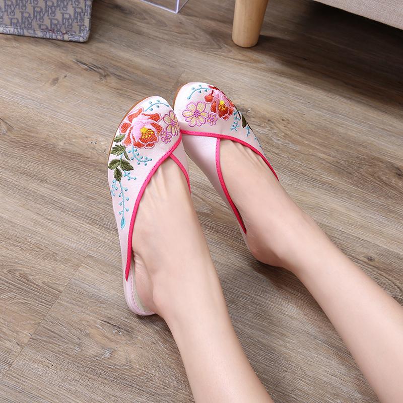 粉红色平底鞋 高美雅包头中式平底软底防滑汉服粉红色花卉高端缎面绣花拖鞋_推荐淘宝好看的粉红色平底鞋