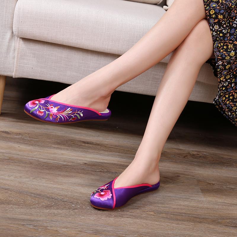 紫色平底鞋 高美雅包头中式平底软底防滑汉服紫色花卉高端缎面绣花居家拖鞋_推荐淘宝好看的紫色平底鞋