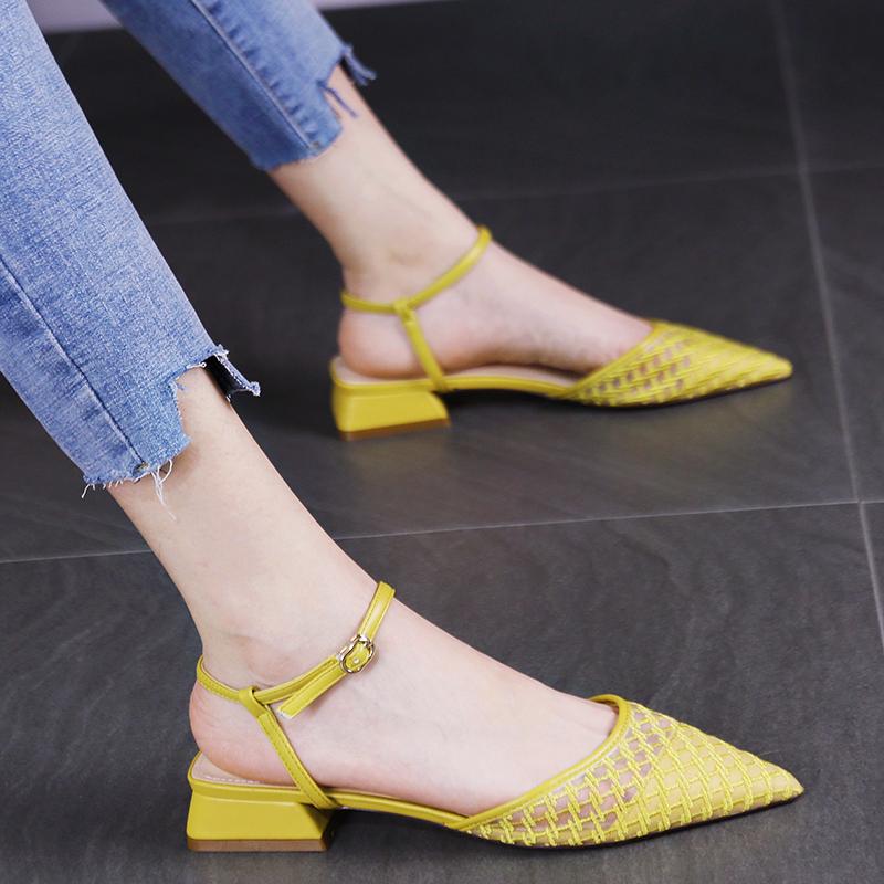 黄色凉鞋 低跟小清新黄色网纱镂空一字扣带凉鞋新款韩版舒适尖头低跟女鞋夏_推荐淘宝好看的黄色凉鞋