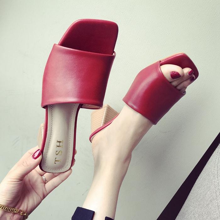 红色鱼嘴鞋 2020春夏季时尚新款女鞋子大码一字型露趾粗跟中跟凉拖鞋女黑红色_推荐淘宝好看的红色鱼嘴鞋