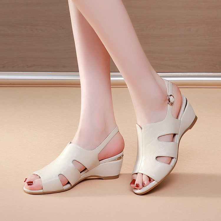 女士坡跟凉鞋 2021年新款杏色米白色女鞋中跟坡跟凉鞋女妈妈全牛皮真皮鞋子 DP_推荐淘宝好看的女 坡跟凉鞋