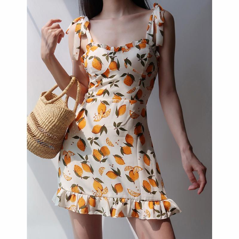 黄色连衣裙 法式少女黄色柠檬印花木耳边绑带吊带裙复古沙滩度假风连衣裙女_推荐淘宝好看的黄色连衣裙