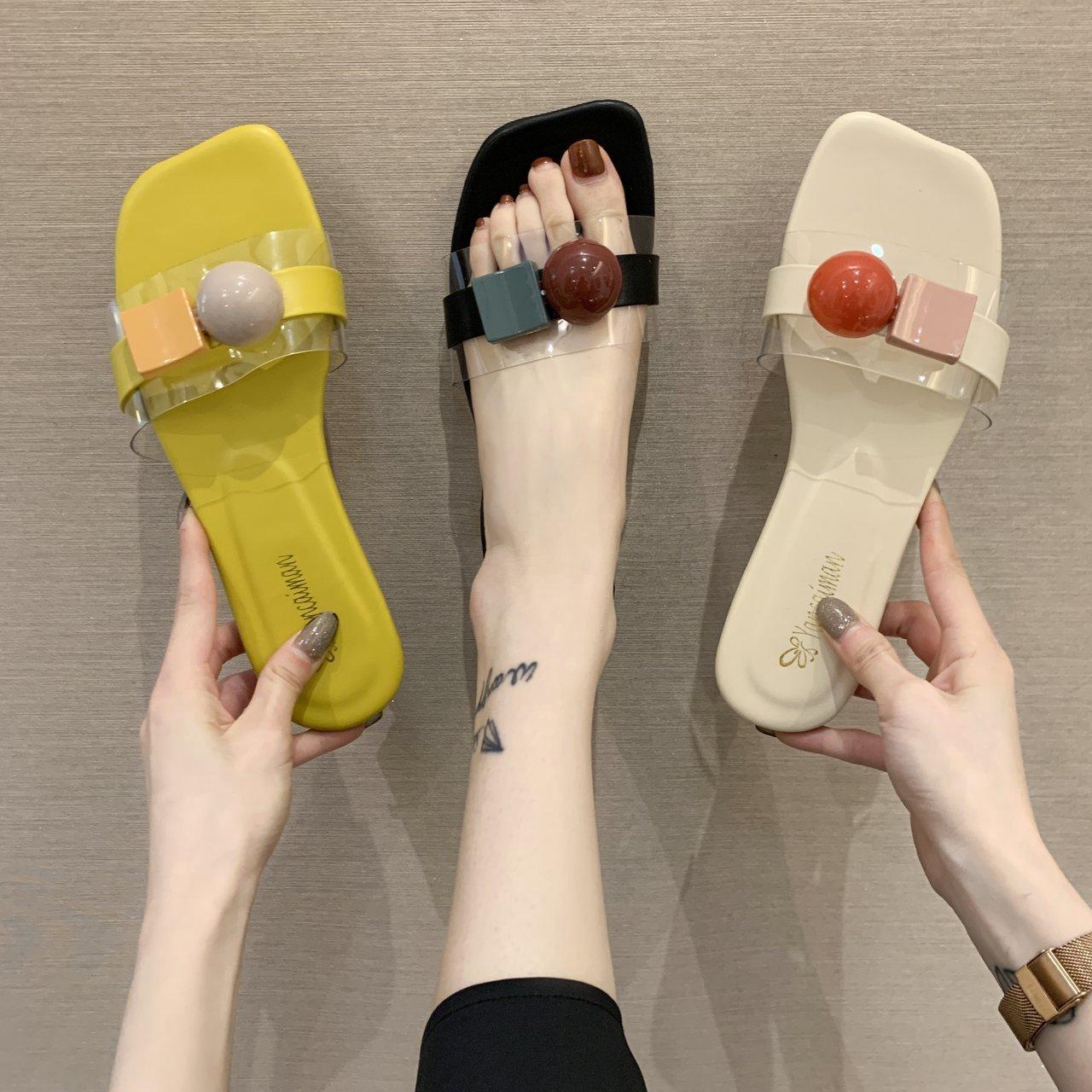 糖果色时尚平底鞋 2021年韩版新款时尚拖鞋女夏外穿网红糖果色平底一字拖潮款凉拖_推荐淘宝好看的女糖果色时尚平底鞋