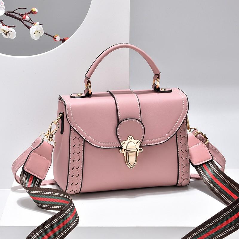 粉红色斜挎包 袋鼠小时尚粉红色少女心小方包真牛软皮手提包宽肩带斜挎单肩包潮_推荐淘宝好看的粉红色斜挎包