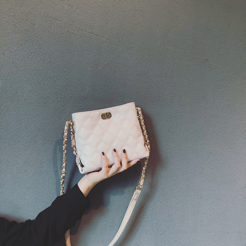白色水桶包 网红水桶包包女2020新款韩版百搭斜挎包高级感法国小众菱格链条包_推荐淘宝好看的白色水桶包