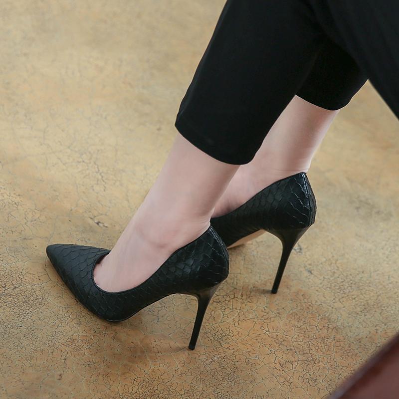 白色高跟单鞋 韩版2021新款春夏季白色高跟鞋女细跟气质尖头网红百搭黑色单鞋潮_推荐淘宝好看的女白色高跟单鞋