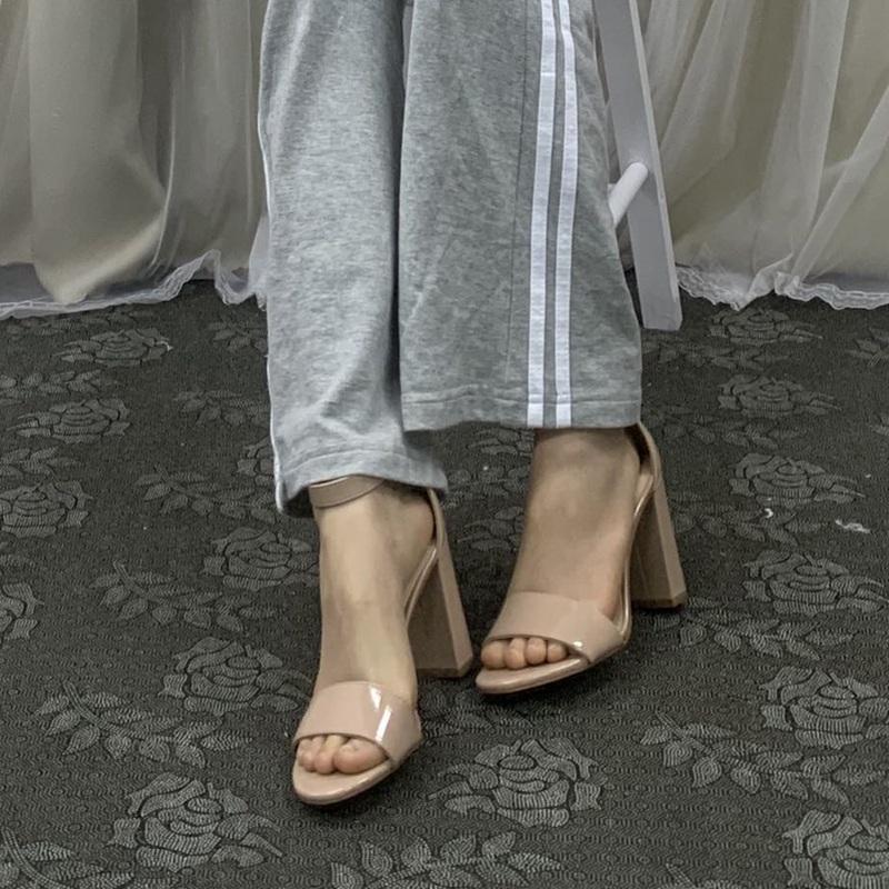 中国高跟鞋 外贸原单女鞋一字带粗跟高跟简约纯色大码42凉鞋_推荐淘宝好看的女高跟鞋