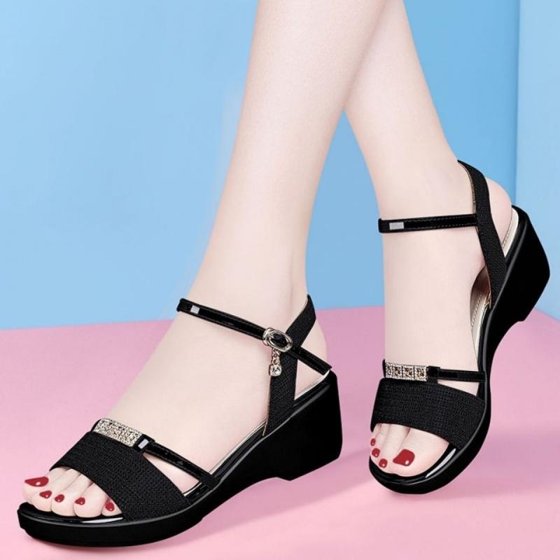 坡跟鱼嘴鞋 55坡跟凉鞋外穿女夏季2021年新款黑色百搭舒适软底妈妈一字带中跟_推荐淘宝好看的女坡跟
