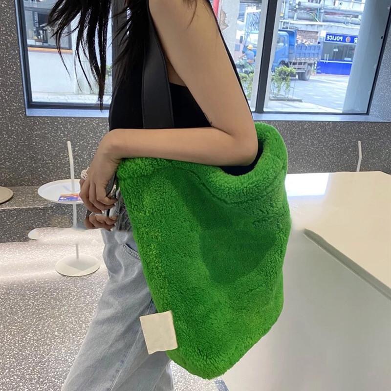 绿色水桶包 islanc picnid毛毛包韩国ins冬季小红书新款绿色羊羔卷毛挎水桶包_推荐淘宝好看的绿色水桶包