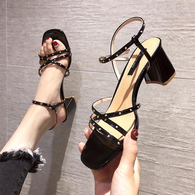 女凉鞋 铆钉一字带凉鞋女粗跟2020夏新款韩版时尚交叉细带百搭高跟罗马鞋_推荐淘宝好看的女凉鞋