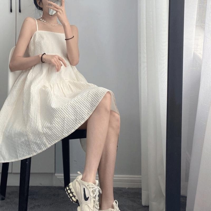 白色吊带连衣裙 2021夏季新款温柔风气质超仙女小个子显高初恋桔梗白色吊带连衣裙_推荐淘宝好看的白色吊带连衣裙