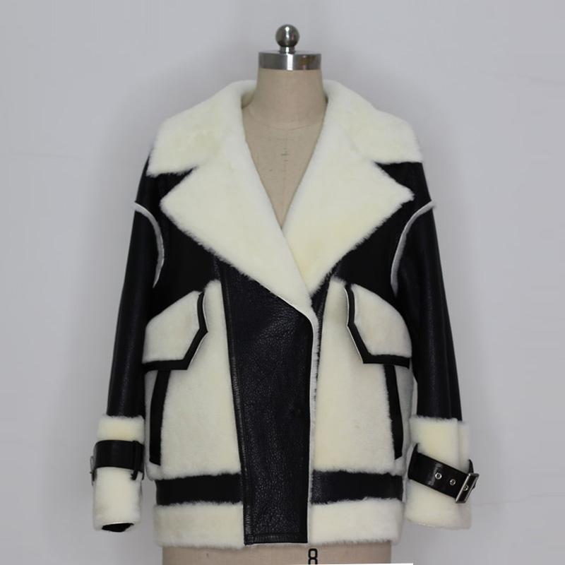 黑色皮草 2020年冬季时尚经典黑色皮毛一体大衣女短款皮草外套羊皮上衣F469_推荐淘宝好看的黑色皮草