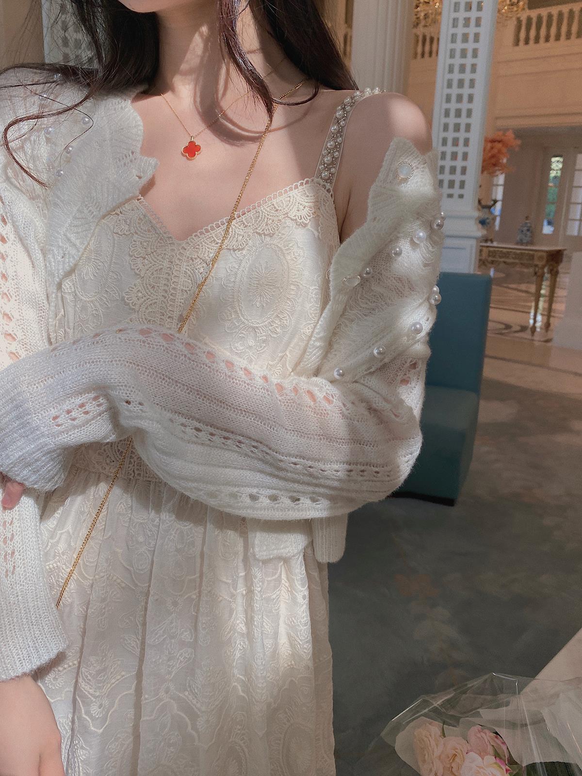 白色吊带连衣裙 白色重工蕾丝吊带连衣裙女长款2021刺绣法式设计感小众度假裙子夏_推荐淘宝好看的白色吊带连衣裙