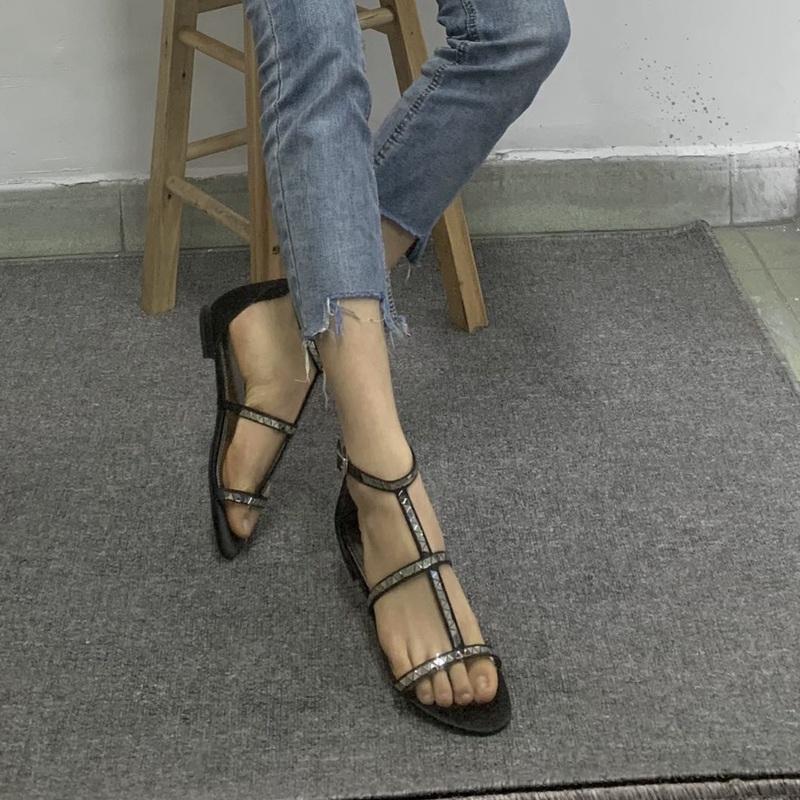 平跟罗马凉鞋 外贸露趾扣带平跟女鞋欧美风个性链条平底罗马凉鞋包邮_推荐淘宝好看的女平跟罗马凉鞋