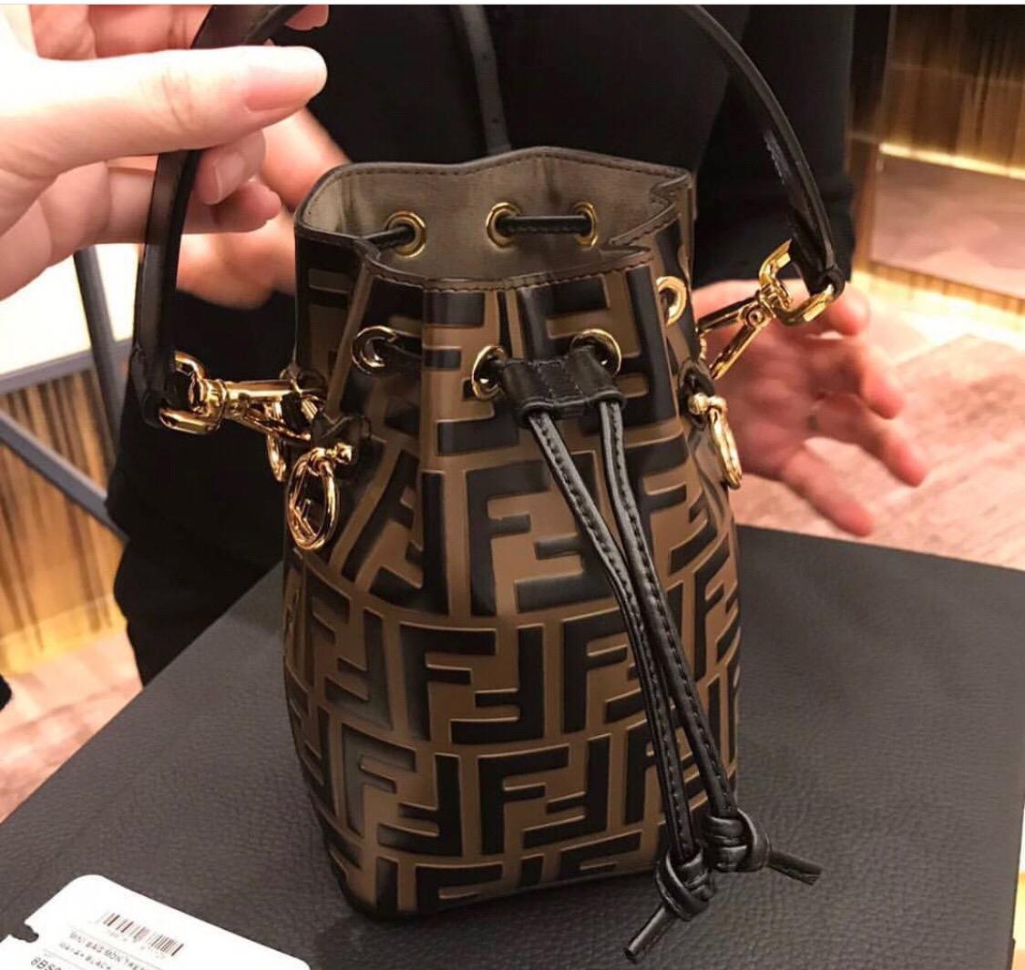 黑色水桶包 19新款真皮Mini手提水桶包印花字母牛皮黑色包_推荐淘宝好看的黑色水桶包