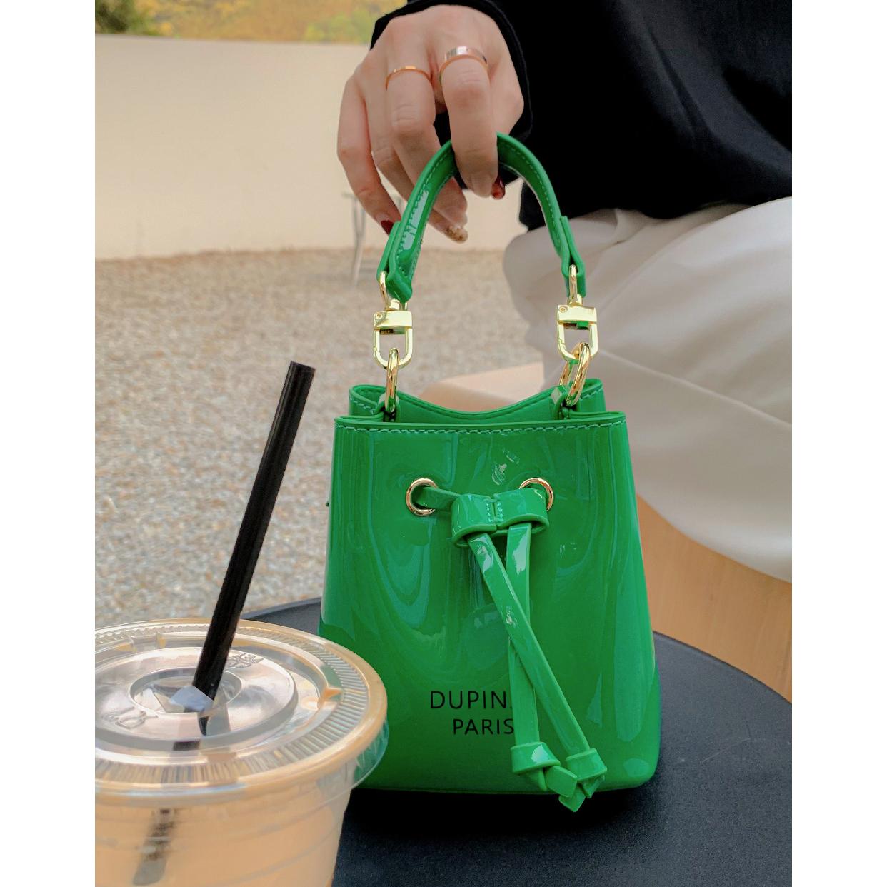 绿色水桶包 秋夫人包包漆皮水桶包法国小众小包春季手拎斜挎百搭女绿色迷你包_推荐淘宝好看的绿色水桶包