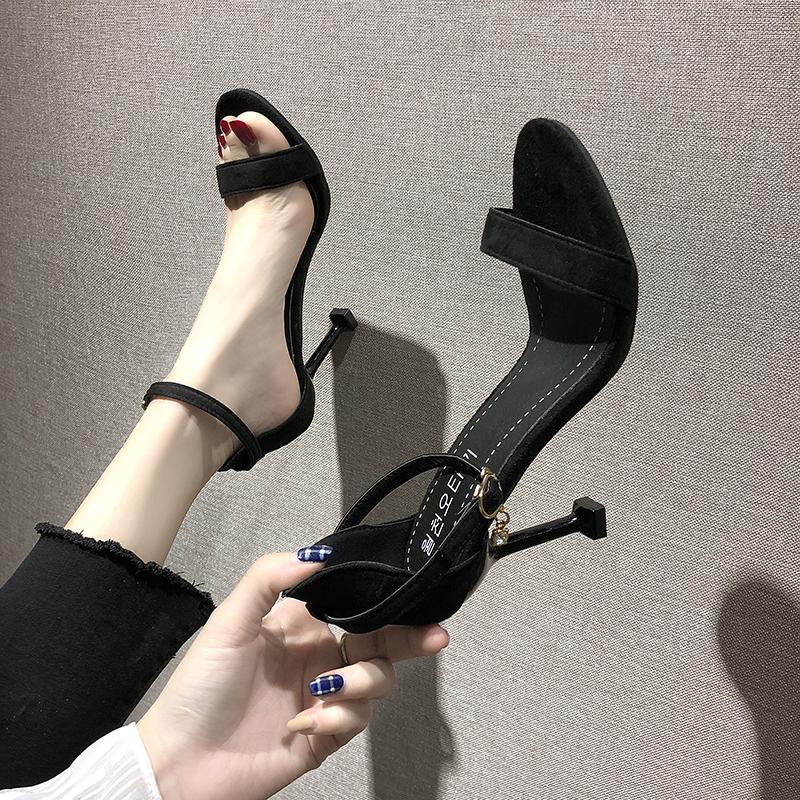 黑色鱼嘴鞋 夏新款女鞋黑色高跟鞋细跟百搭简约猫跟一字扣中空露趾凉鞋女潮鞋_推荐淘宝好看的黑色鱼嘴鞋