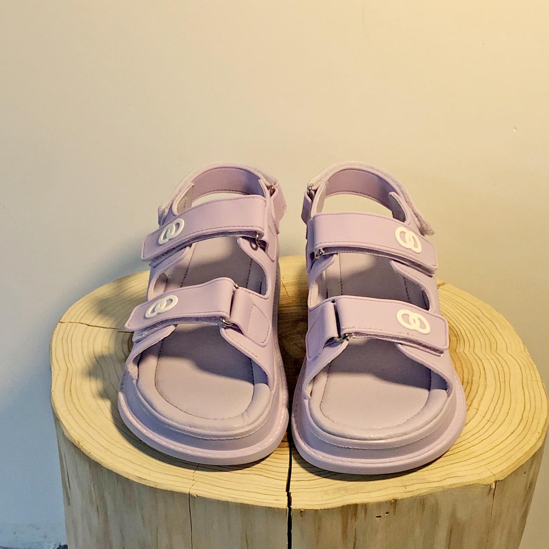 紫色平底鞋 2020年夏季新款仙女风凉鞋女紫色小香风百搭平底运动魔术贴沙滩鞋_推荐淘宝好看的紫色平底鞋
