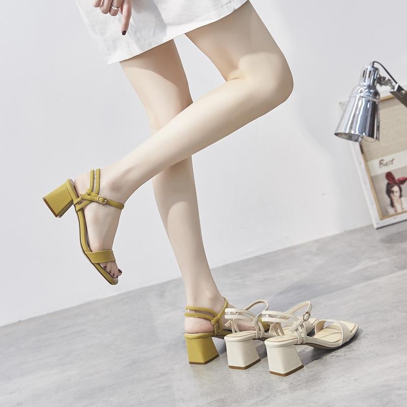 黄色凉鞋 黄色一字扣带凉鞋女高跟2020夏新款粗跟外穿凉拖时尚百搭简约方跟_推荐淘宝好看的黄色凉鞋