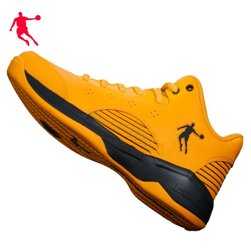 黄色运动鞋 乔丹篮球鞋低帮2020冬款男士黄色运动球鞋减震耐磨学生战靴大黄蜂_推荐淘宝好看的黄色运动鞋