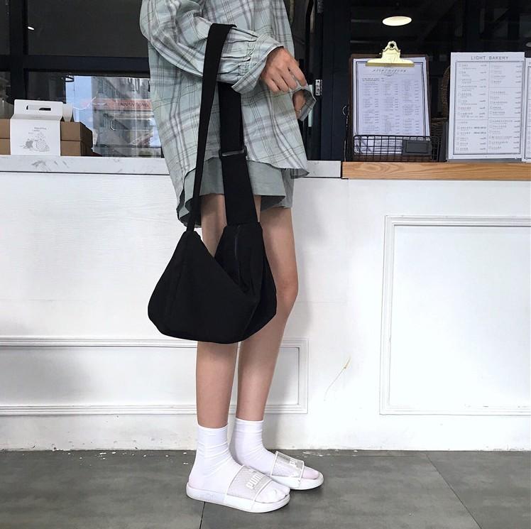 黑色斜挎包 包包女2021新款潮ins日系黑色大容量单肩包运动斜挎包简约帆布包_推荐淘宝好看的黑色斜挎包