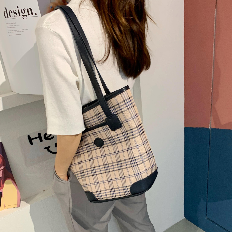 女士时尚手提包 包包2021新款时尚百搭女潮腋下包小众大容量格子手提托特单肩大包_推荐淘宝好看的女女时尚手提包