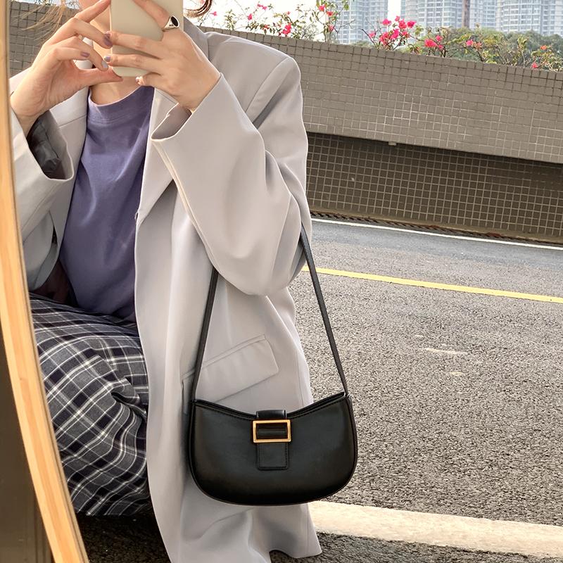 欧美时尚手提包 Whiterm 欧美新款女包复古五金扣单肩腋下包潮简约手提小包马鞍包_推荐淘宝好看的女欧美手提包