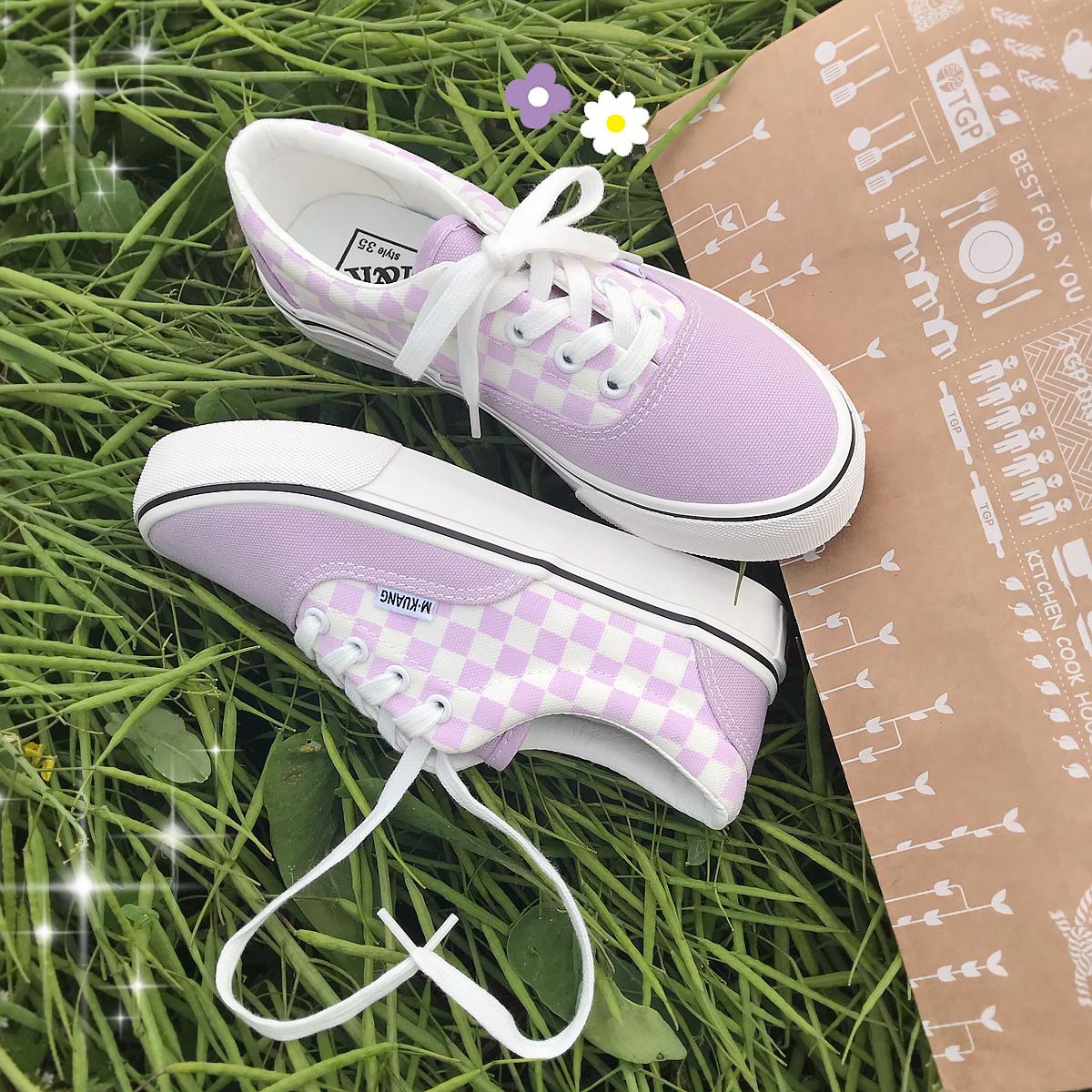紫色平底鞋 2021春夏新款浅紫色帆布鞋女鞋复古学生百搭平底棋盘黑白格子板鞋_推荐淘宝好看的紫色平底鞋