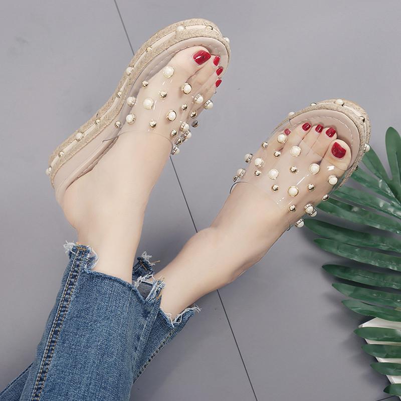 水钻坡跟鞋 外穿坡跟拖鞋女夏2021韩版时尚水钻珍珠厚底拖鞋透明一字拖凉鞋女_推荐淘宝好看的水钻坡跟鞋