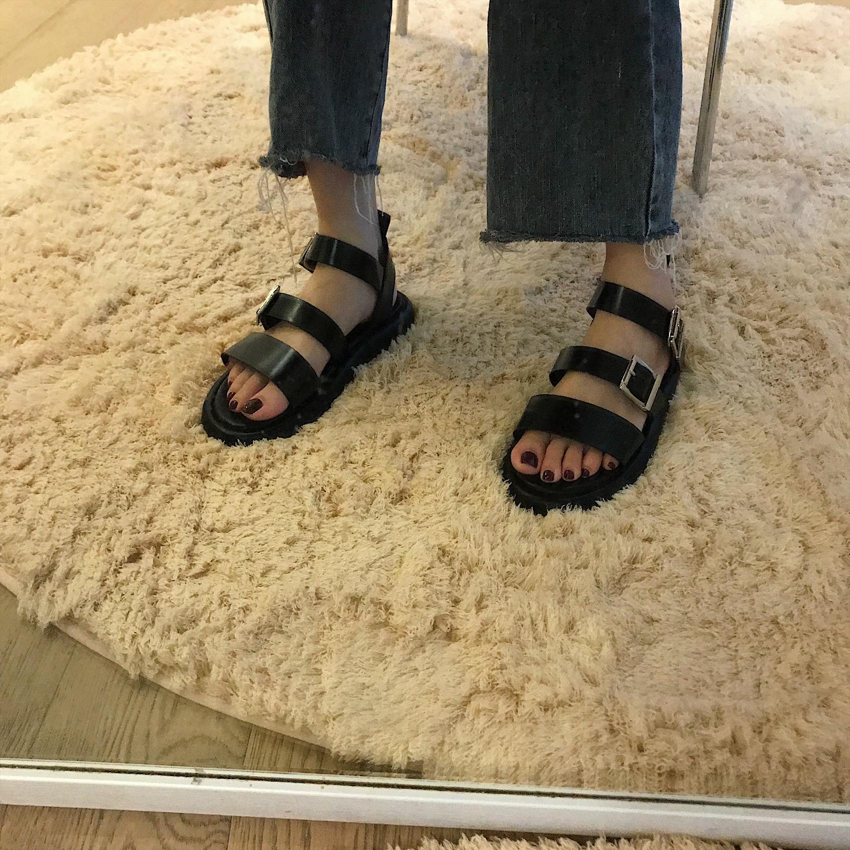 黑色罗马鞋 Boccalook鞋店 黑色pu厚底一字扣平底凉鞋女夏时尚减龄百搭罗马鞋_推荐淘宝好看的黑色罗马鞋