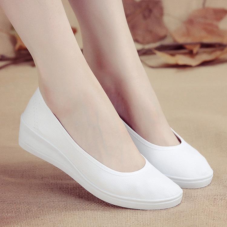 白色坡跟鞋 一字牌护士鞋女白色坡跟软底牛筋底美容鞋平底夏季透气防臭小白鞋_推荐淘宝好看的白色坡跟鞋