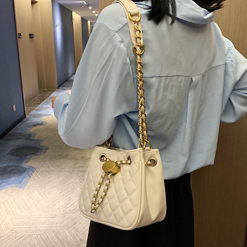 白色链条包 2019最新版包包法国小众小ck限定轻奢女包单肩链条水桶包流行包包_推荐淘宝好看的白色链条包