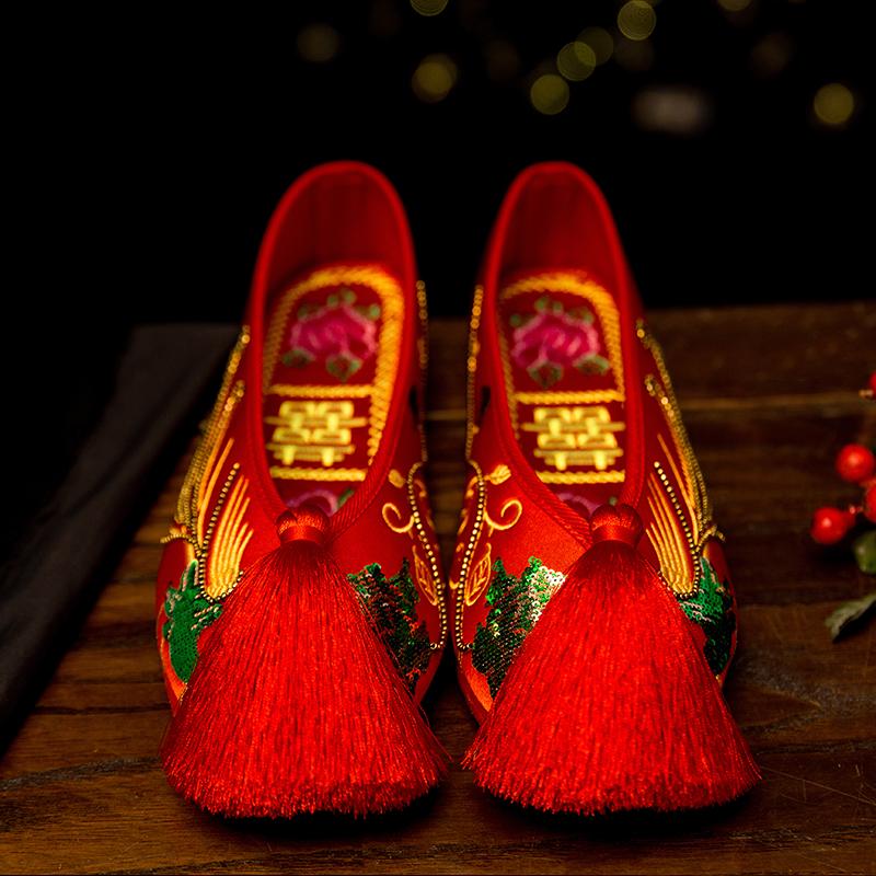 红色平底鞋 老北京亮片绣花鞋中式婚鞋红色平底女鞋新娘秀禾鞋千层底流苏布鞋_推荐淘宝好看的红色平底鞋