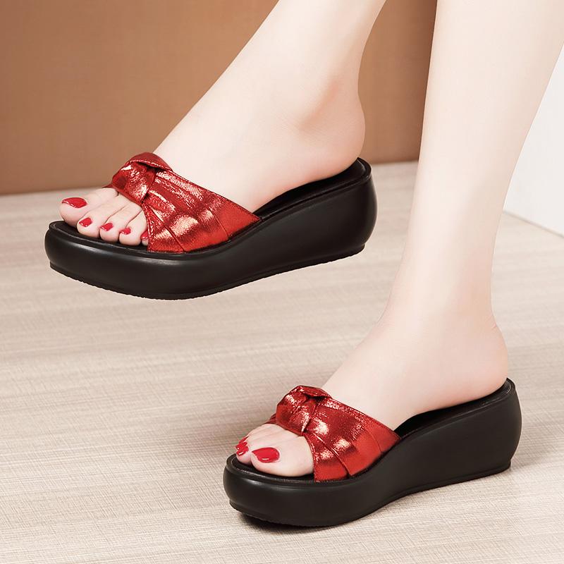 红色松糕鞋 时尚外穿坡跟凉鞋女夏2021新款松糕厚底防水台红色中跟一字拖拖鞋_推荐淘宝好看的红色松糕鞋