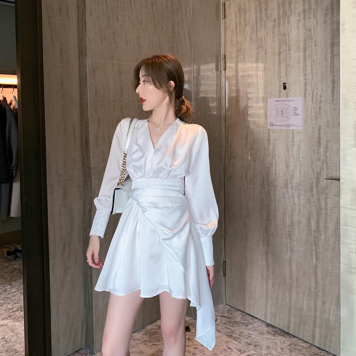 白色连衣裙 ByYou2019秋季白色缎面V领连衣裙女韩版设计感收腰显瘦不规则裙子_推荐淘宝好看的白色连衣裙