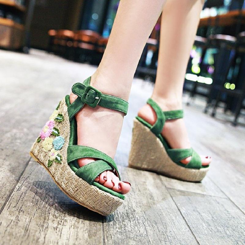 绿色厚底鞋 2018夏季新款甜美花朵绣花草编底超高跟鞋坡跟厚底防水台凉鞋绿色_推荐淘宝好看的绿色厚底鞋