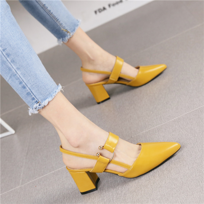 黄色凉鞋 2019夏季新款时尚尖头黄色粗跟高跟鞋女潮舒适一字扣带英伦风凉鞋_推荐淘宝好看的黄色凉鞋