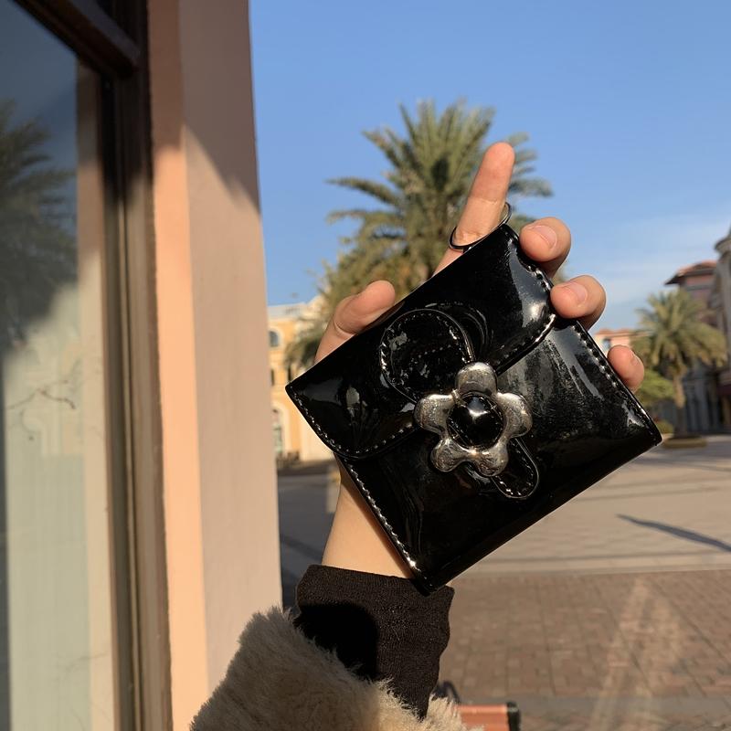 黑色钱包 INS大火黑色花朵精致短款迷你小钱包山茶花pu折叠时尚卡包证件包_推荐淘宝好看的黑色钱包