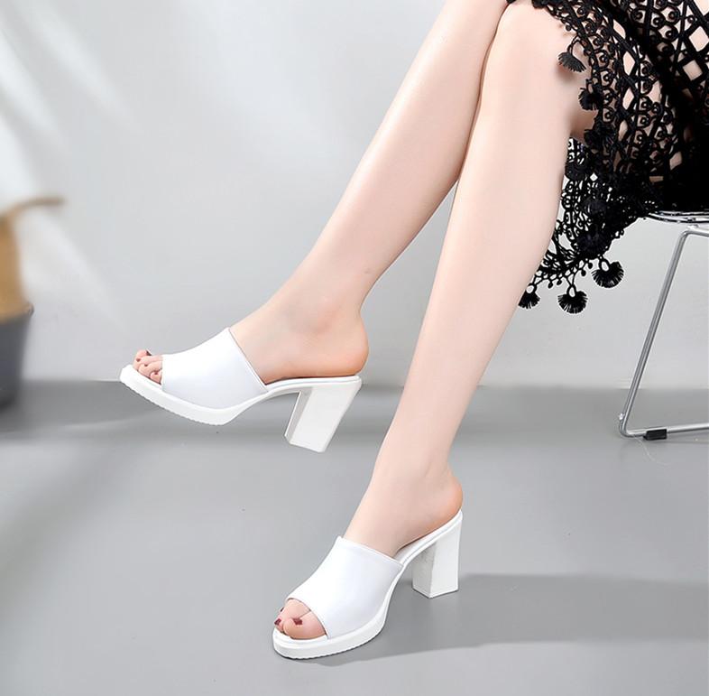 白色鱼嘴鞋 真皮粗跟拖鞋女夏白色中高跟一字拖女士凉拖时尚外穿百搭鱼嘴拖鞋_推荐淘宝好看的白色鱼嘴鞋