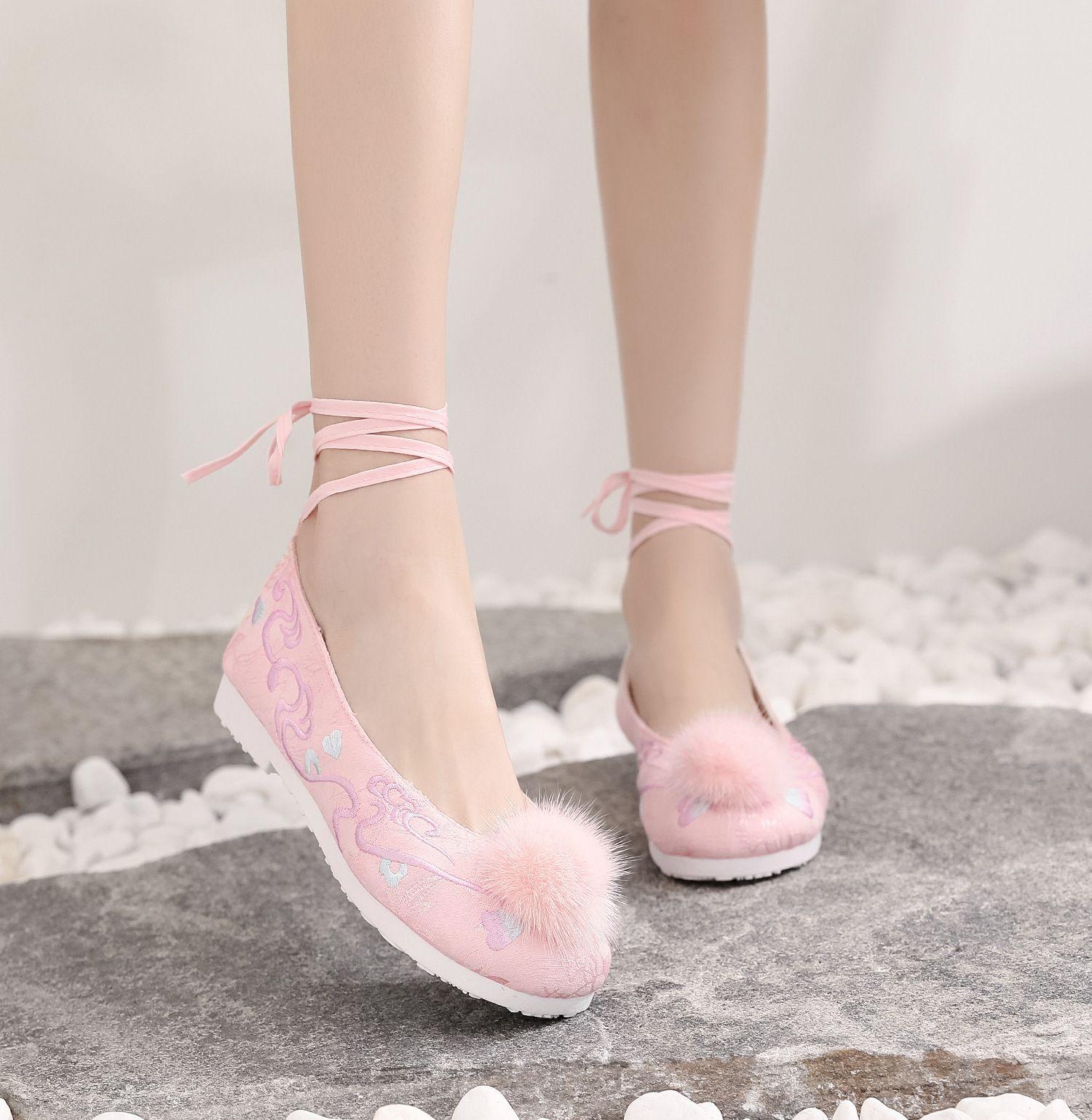 粉红色平底鞋 脚踝绑带粉红色绣花平底鞋少女夏秋配汉服的帆布鞋毛球装饰古装鞋_推荐淘宝好看的粉红色平底鞋