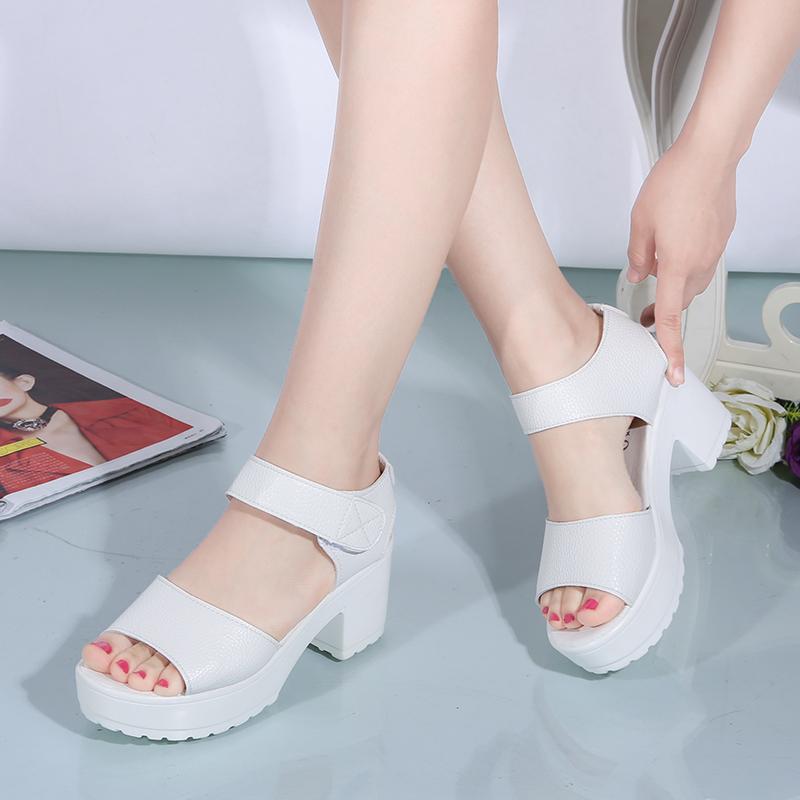 白色鱼嘴鞋 夏季防水台2020新款白色粗跟高跟凉鞋厚底魔术贴鱼嘴女鞋学生鞋_推荐淘宝好看的白色鱼嘴鞋