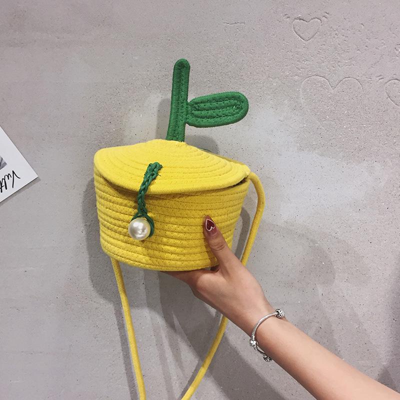 黄色水桶包 2021夏季新款可爱水桶包斜挎包单肩包黄色手工编织个性小包小清新_推荐淘宝好看的黄色水桶包