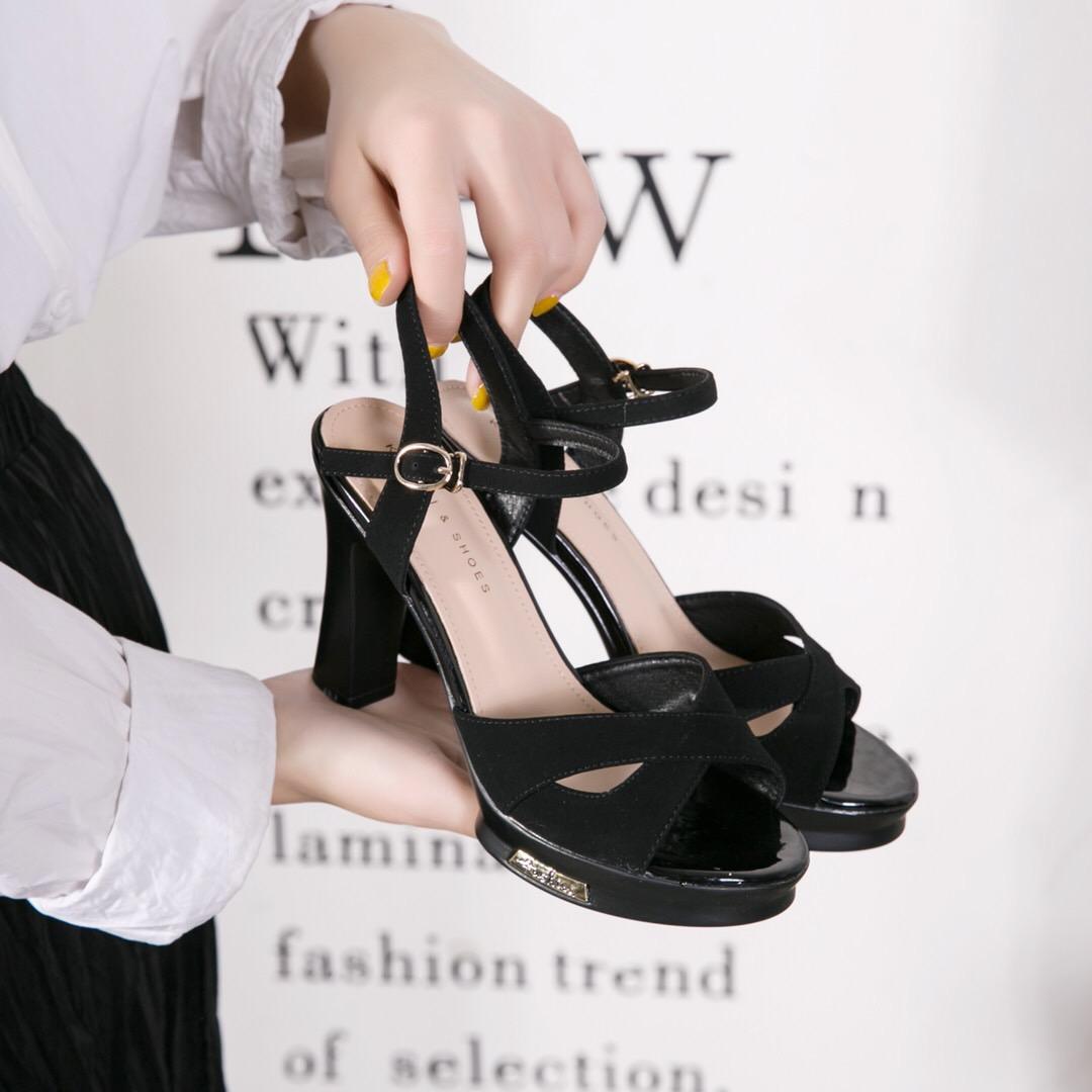 白色高跟凉鞋 步步高 2020新款凉鞋牛漆皮简约粗高跟防水台白色方头鞋女名媛气_推荐淘宝好看的女白色高跟凉鞋