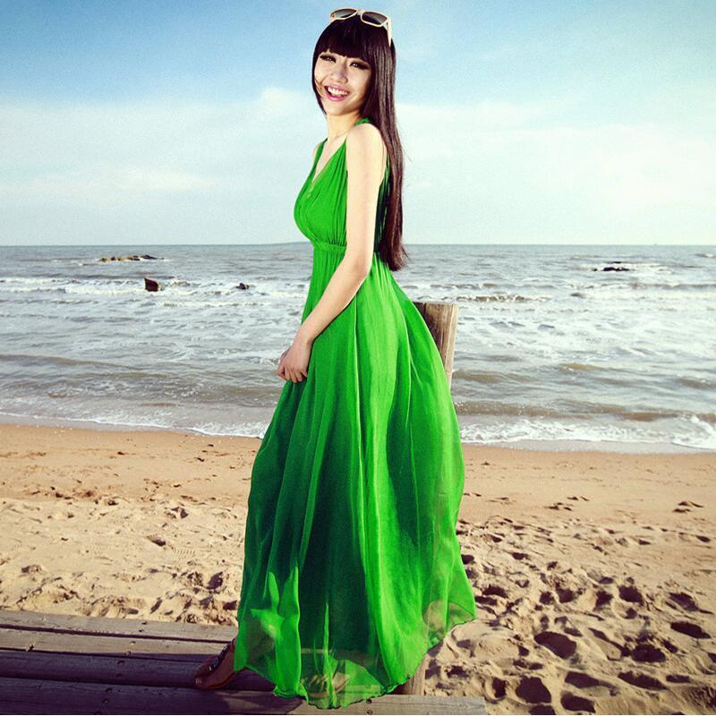 雪纺吊带连衣裙 波西米亚海边沙滩裙夏长裙吊带背心裙 纯色V领显瘦大摆雪纺连衣裙_推荐淘宝好看的雪纺吊带连衣裙