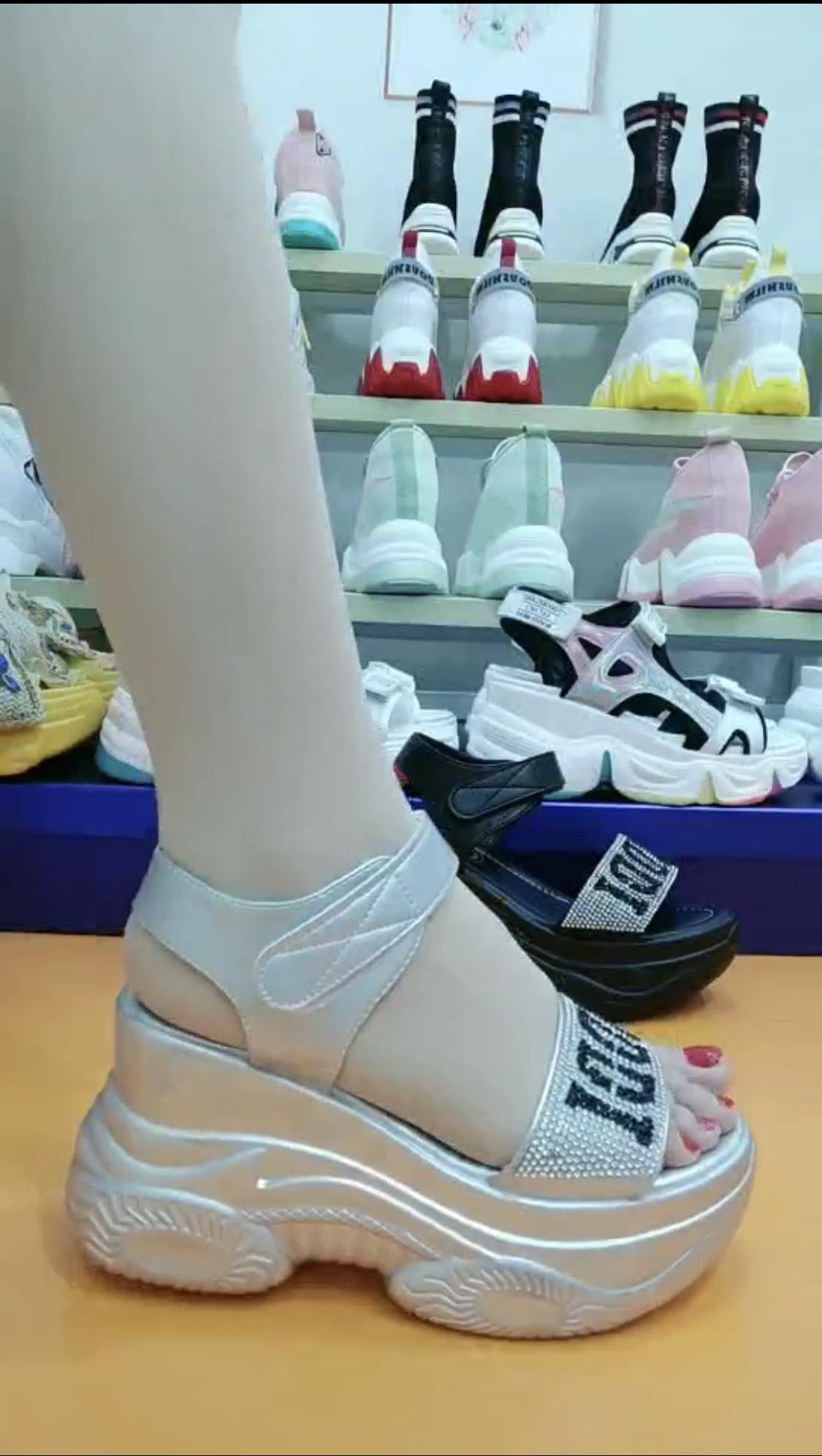 水钻罗马鞋 坡跟凉鞋女夏季2020年新款水钻内增高仙女风厚底松糕一字带罗马鞋_推荐淘宝好看的水钻罗马鞋