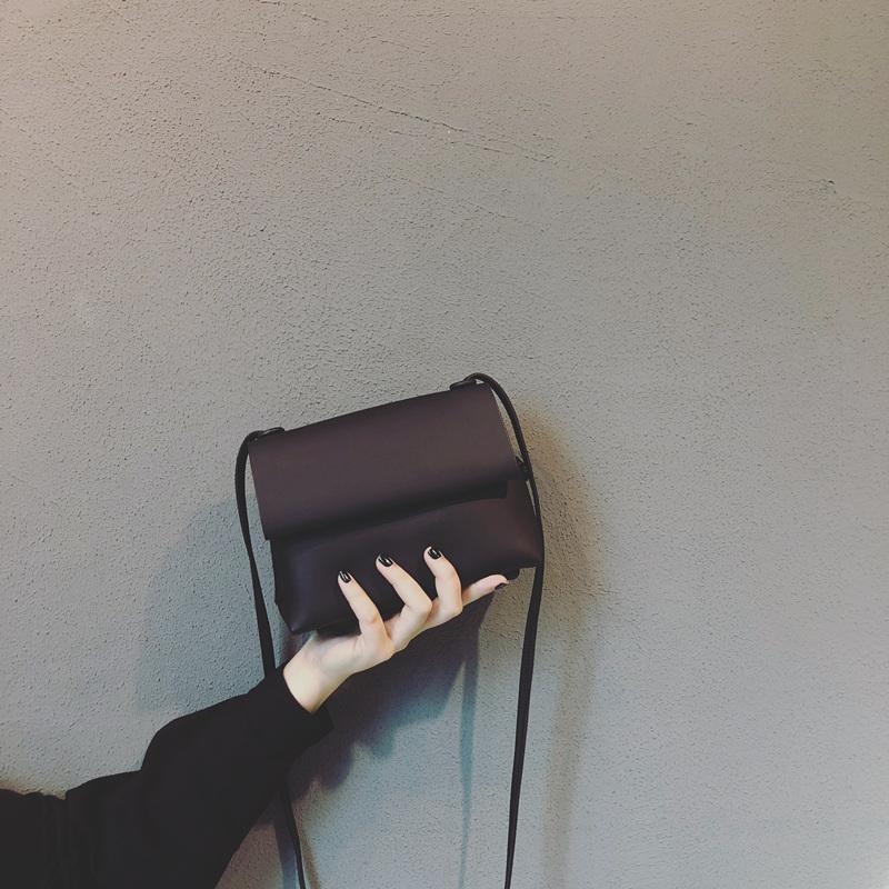 黑色斜挎包 上新质感小黑高级感包包女2020新款潮日系网红洋气ins超火斜挎包_推荐淘宝好看的黑色斜挎包