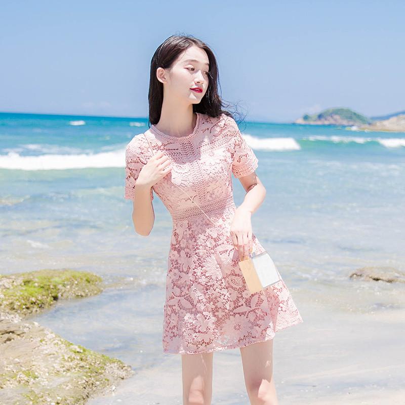 粉红色连衣裙 2021新款夏短袖圆领粉红色蕾丝初恋系连衣裙流行法式气质修身短裙_推荐淘宝好看的粉红色连衣裙