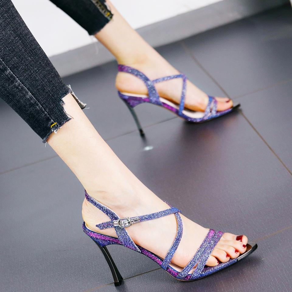 紫色鱼嘴鞋 个性百搭亮片露趾细跟高跟鞋女夏时尚名媛风优雅一字扣带紫色凉鞋_推荐淘宝好看的紫色鱼嘴鞋