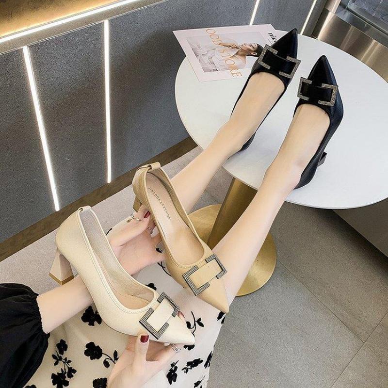 细高跟鞋 32软皮高跟鞋女春季2021年新款法式小清新名媛黑色细跟尖头单鞋_推荐淘宝好看的女细高跟鞋
