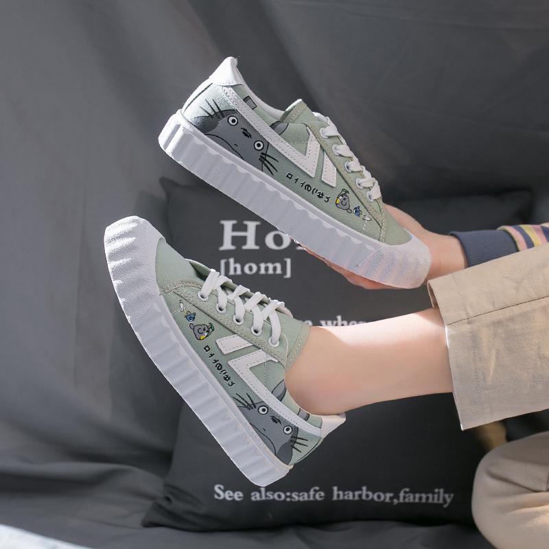 涂鸦帆布鞋 2020春款龙猫帆布鞋女鞋新款潮平底百搭学生韩版手绘涂鸦小白鞋子_推荐淘宝好看的女涂鸦帆布鞋